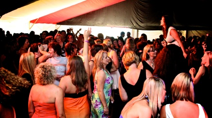 Full dance floor Perth bands